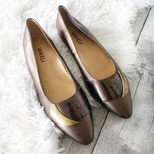 Vaneli brown pointed toe brass accent flat 7M